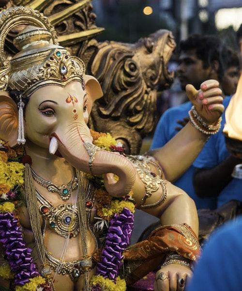 Bollywood & shopping experience in Mumbai