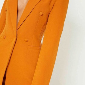 Fitted blazer dresses - the powerful trend from the Cruise season