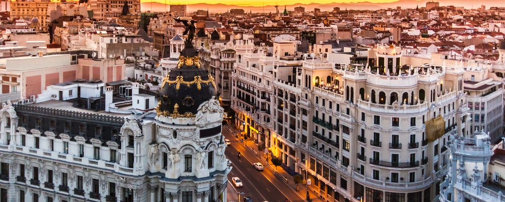 Exclusive fashion tour with your own stylist in Madrid