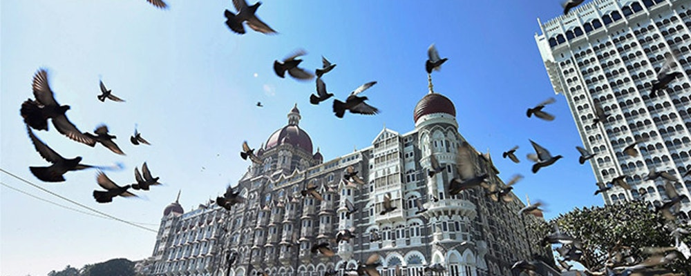 Luxury shopping tour with your own fashion stylist in Mumbai