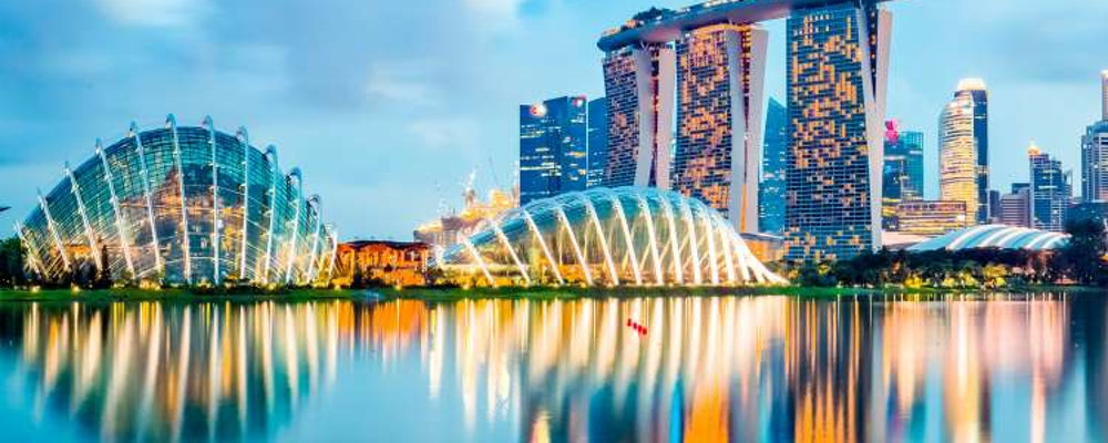 Luxury shopping tour with your own stylist in Singapore