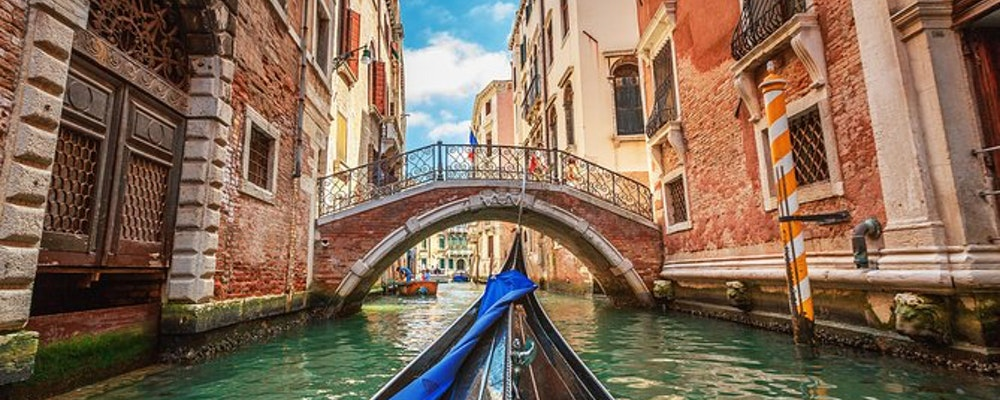 Luxury shopping tour with your own stylist in Venice