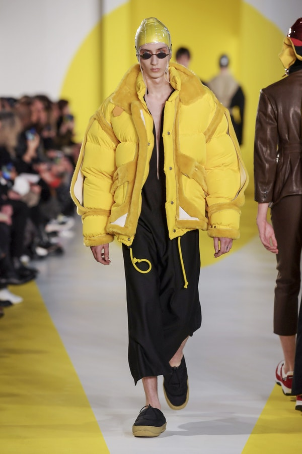 Seventies, monochrome, deconstruction: the most extravagant men's outfits this Fall