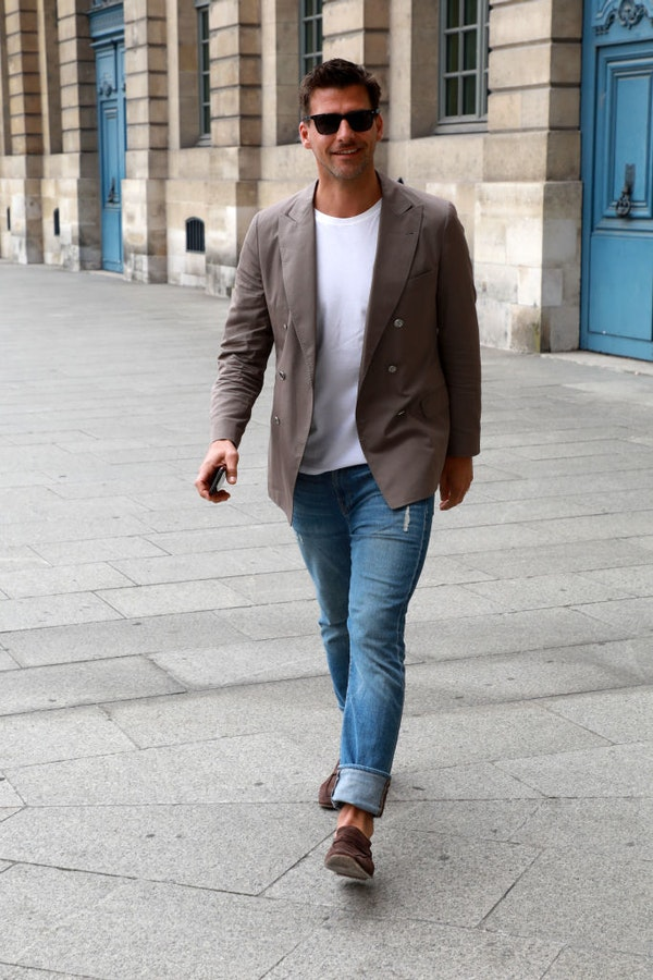 Business style - how to wear jeans in office and look formal