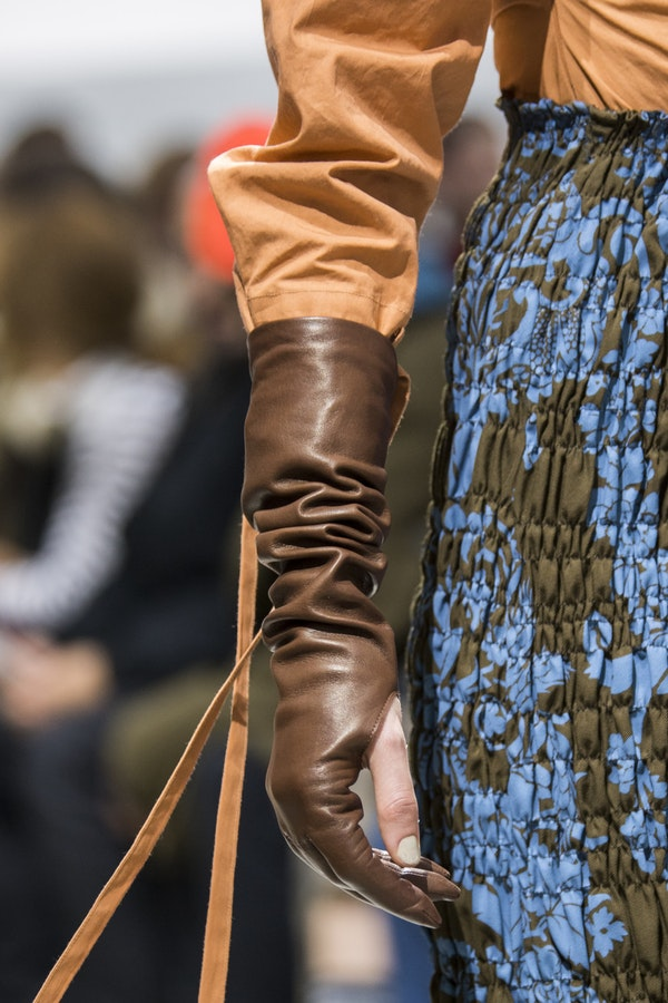 Under a suit and coat: how to wear leather gloves this fall and where to buy them