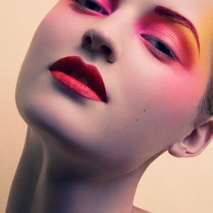 The  rules of bright makeup