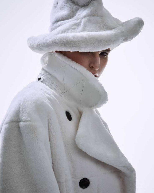 Fluffy hats, earflaps and baseball caps without a visor: the most fashionable hats of the season