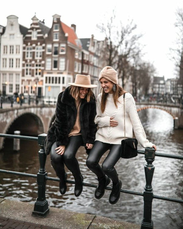 Mother - daughter shopping tour in Amsterdam
