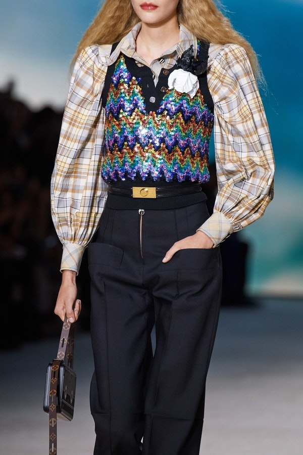 Fashionable tips how to wear a shirt in a new S/S season 2020