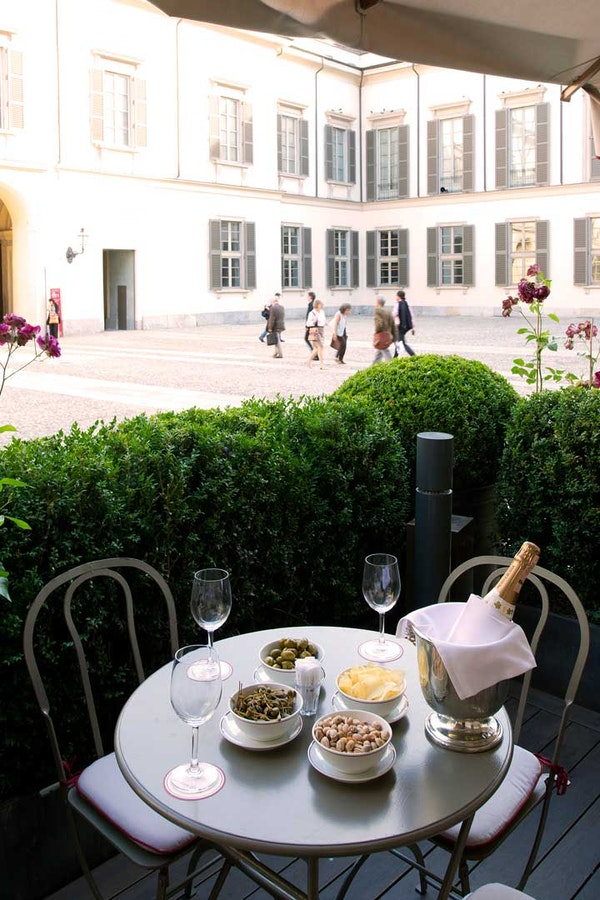 Milan travel guide from fashion influencers: favorite places for shopping and breakfast