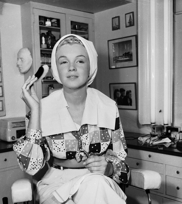 How Marilyn Monroe dressed at home