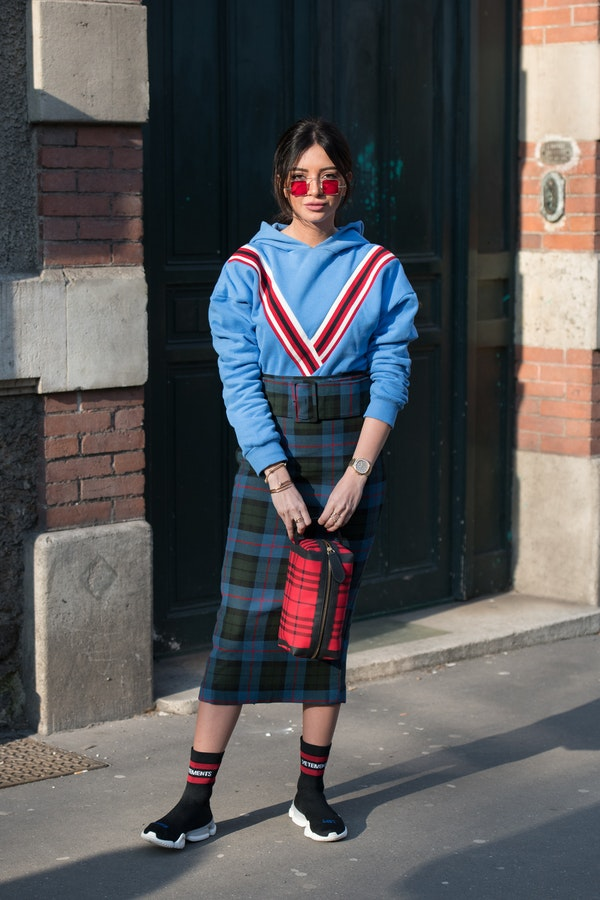 Street Style: What to wear with hoodie and sweatshirt this Spring