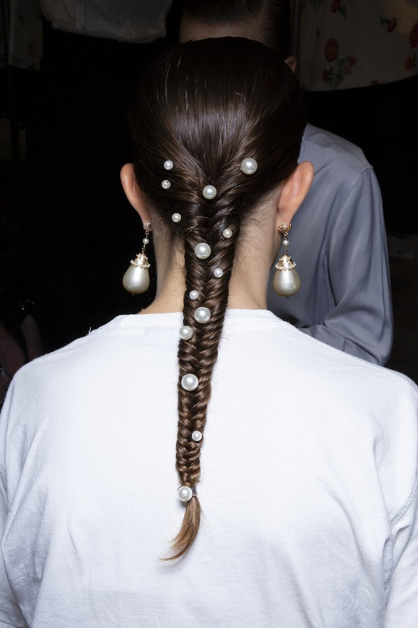 The most fashionable hair decorations in the collections of Spring/Summer 2020