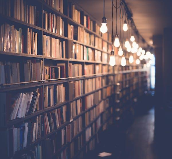 1572601911 bookshelf