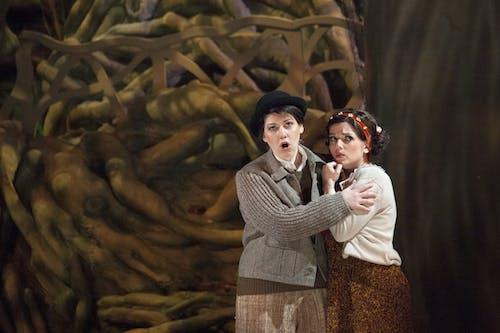 Michaela Zajmi (Jeníček) a Jana Sibera (Mařenka) Foto Irena Vodáková