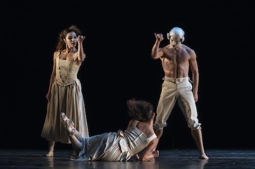 Kylián - Mosty času | Sechs Tanze - Morgane Lanoue, Veacesla Burlac - foto: Sergei Gherciu