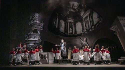 Opera SO | Tosca - Ivo Hrachovec a Kühnův dětský sbor; foto: Patrik Borecký