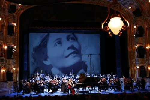 Musica non grata – zahajovací koncert SO 2020/2021   Klavíristka Alice Rajnohová, dirigent Karl-Heinz Steffens, Orchestr Státní opery; Foto: Petr Horník