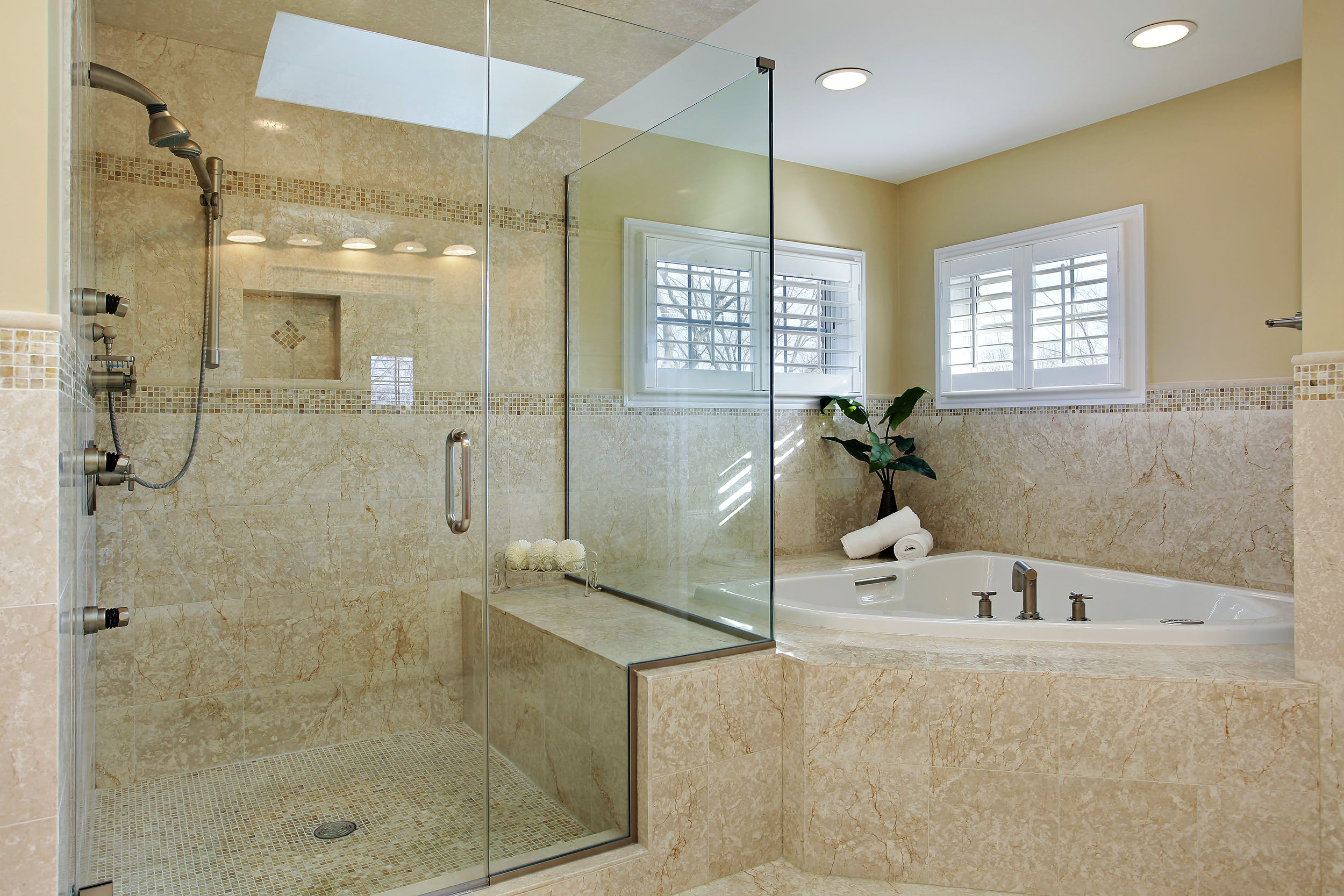Difference Between Framed and Frameless Shower Enclosures