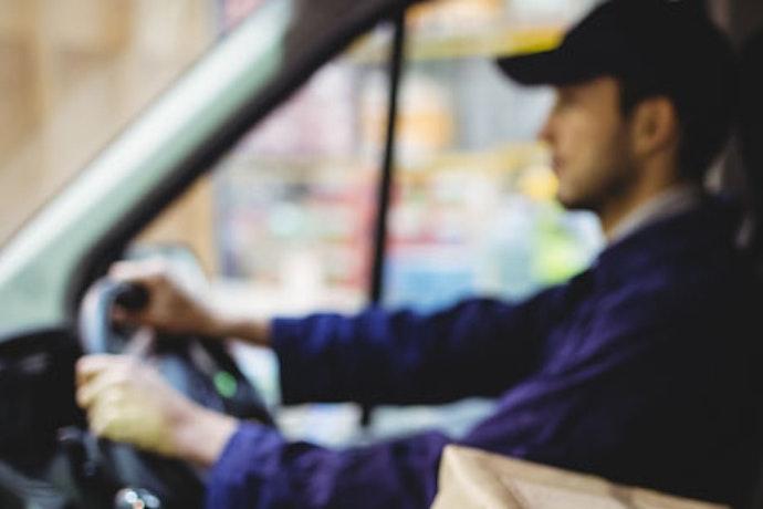 10 consigli per guidare risparmiando carburante