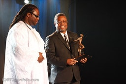 Professor Andy Knight receives Harry Jerome Trailblazer Award