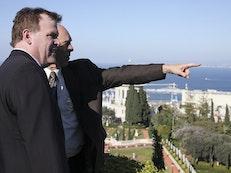 Le ministre Baird visite le Centre mondial bahá'í