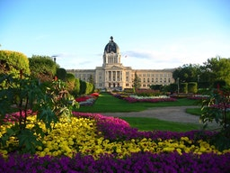Les bahá'ís de Regina célèbrent le 100e anniversaire de l'édifice du Parlement de la Saskatchewan – un lieu historique national du Canada
