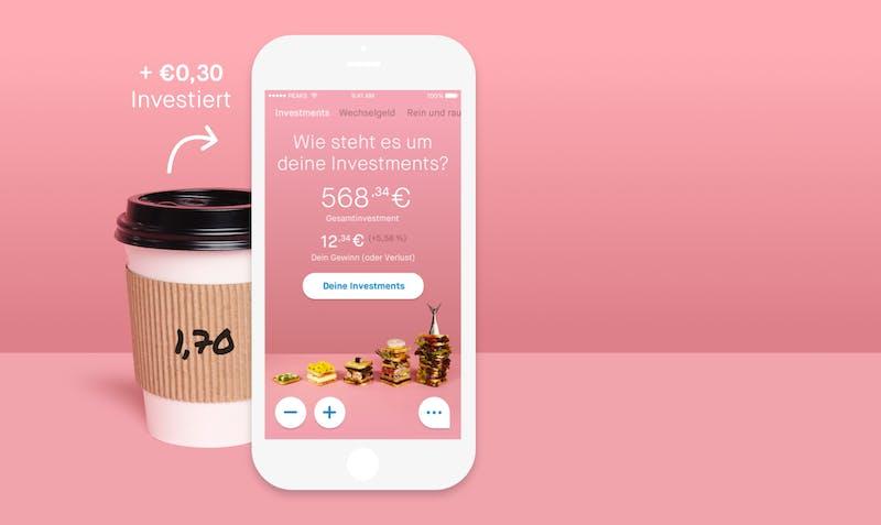 Ein Becher Kaffe und die Peaks-App symbolisieren, wie man sein Wechselgeld investieren kann
