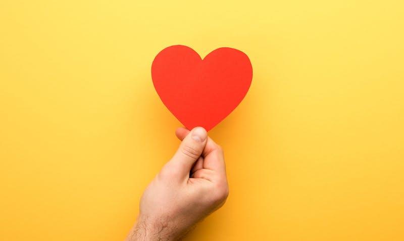 Rotes Herz für günstige Dates