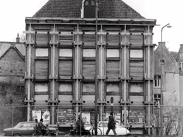 Een vervallen Huis De Pinto.