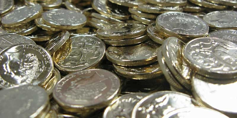 close up of hundreds of dollar coins