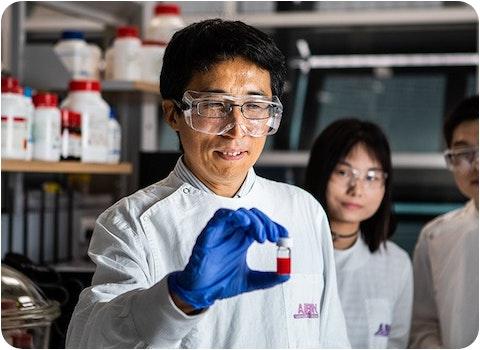 uq quantum dot solar cells held by researcher
