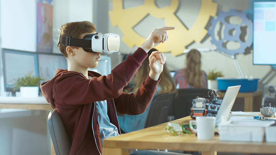 Virtual reality making schools of the future Article Image