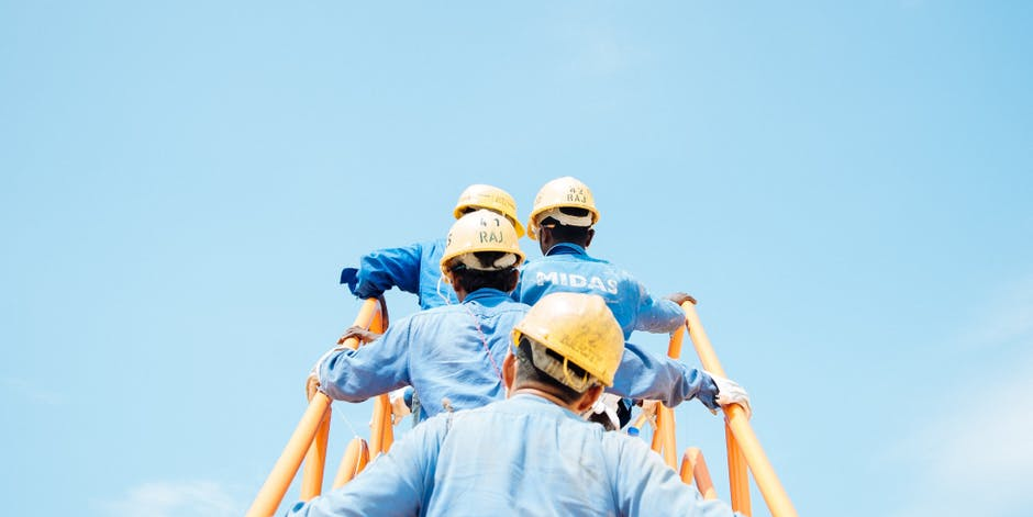 How to Select The Right Contractors and Subcontractors for a Project