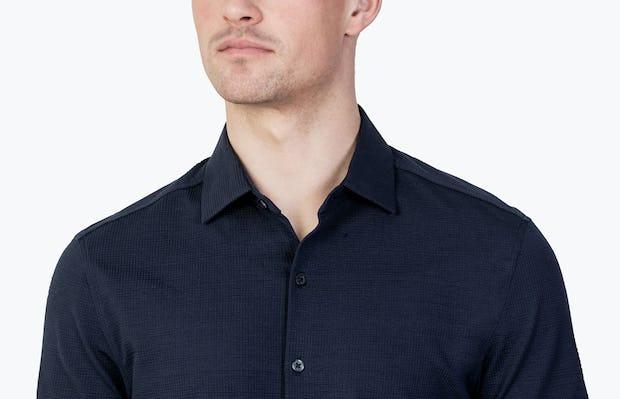 Men's Deep Navy Hybrid Seersucker Slim Short Sleeve on Model Facing Forward in Close-Up of Unbuttoned Collar