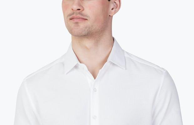 Men's White Hybrid Seersucker Slim Short Sleeve on Model Facing Forward in Close-Up of Unbuttoned Collar