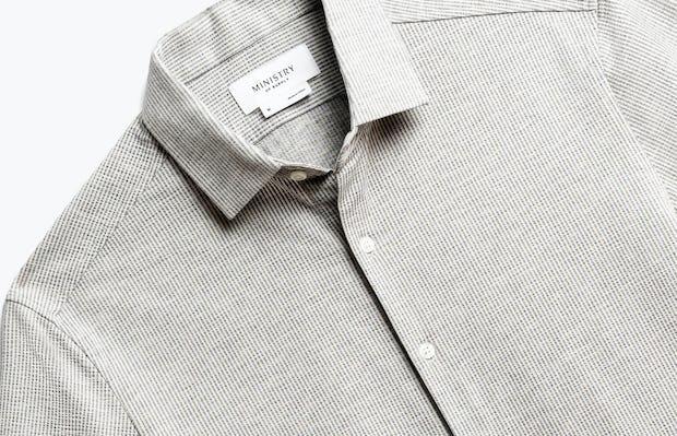 close up of men's grey stripe hybrid seersucker slim short sleeve shot of front