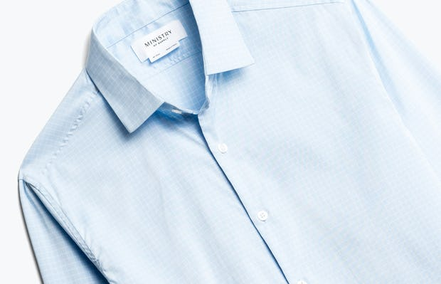 Close up of Men's Sky Blue End on End Aero Dress Shirt Front