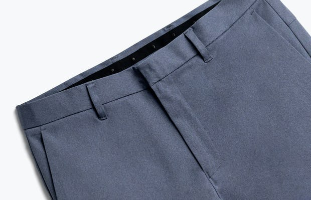 Close up of Men's Indigo Heather Kinetic Pant Front