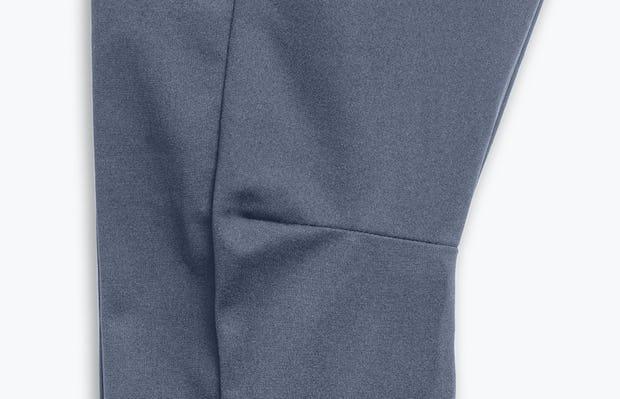 Close Up of Men's Indigo Heather Kinetic Adaptive Pants Knee