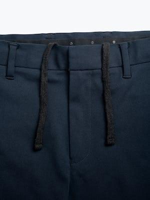 men's navy kinetic sneaker cut pant zoomed shot of belt loops and waist tie