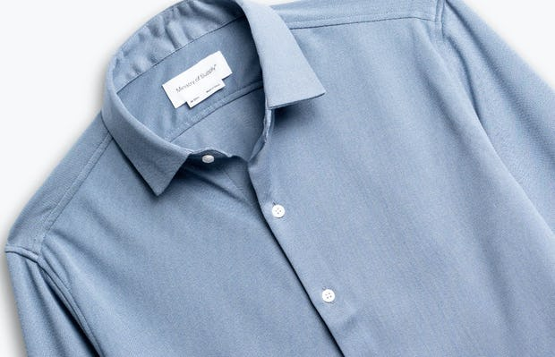 men's deep sky blue oxford apollo shirt zoomed shot of front
