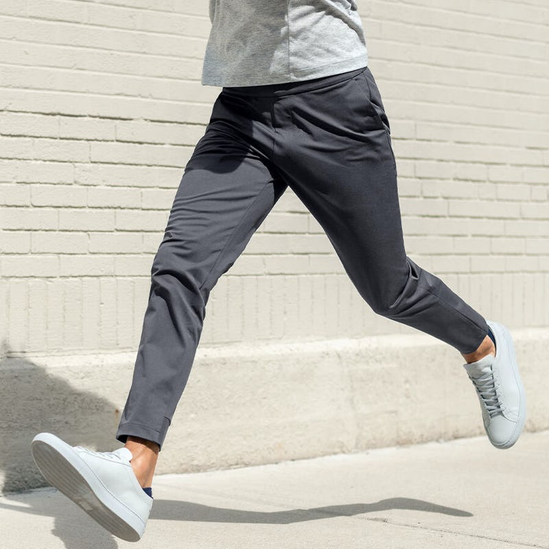 men's charcoal kinetic jogger and pale grey heather composite merino tee on model in mid run