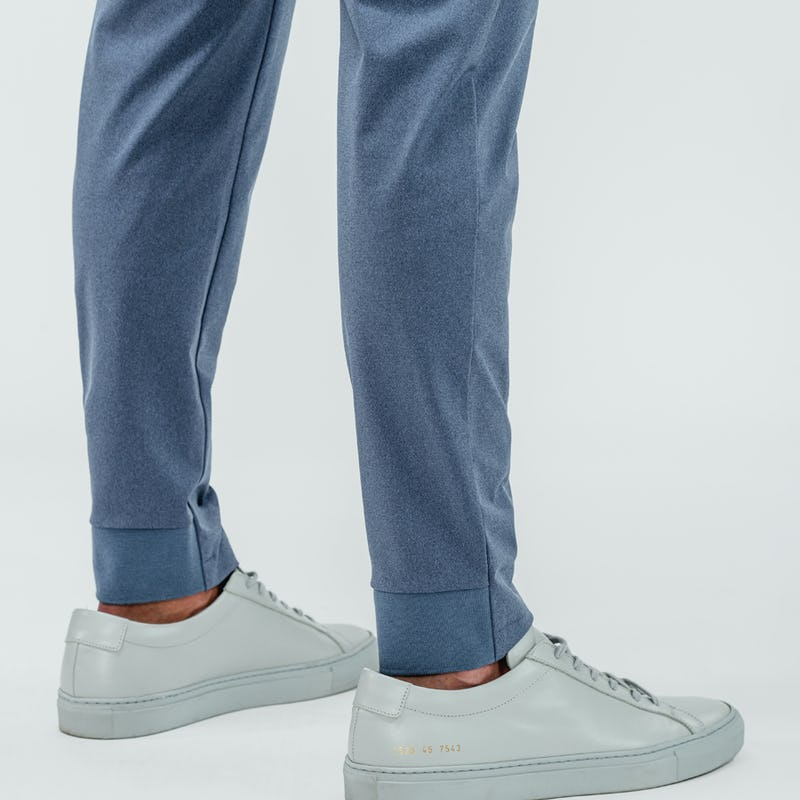 Close up of the back ankle of the kinetic joggers in indigo heather which features a jogger-style hem