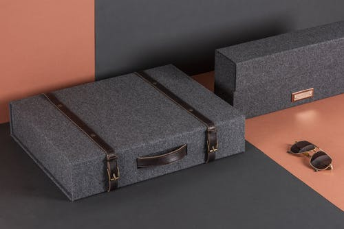 box with leather finiture