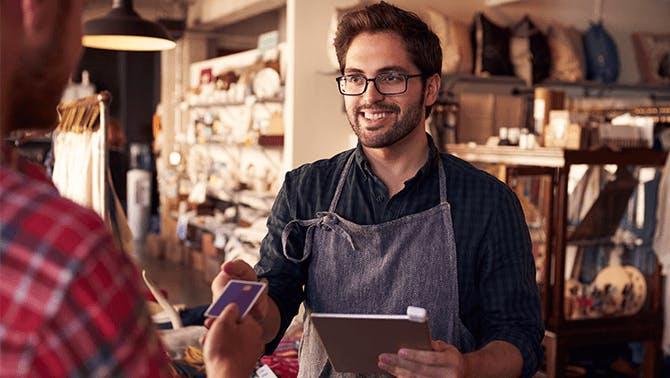 Kassensysteme Einzelhandel - Barrista bedient Kunden