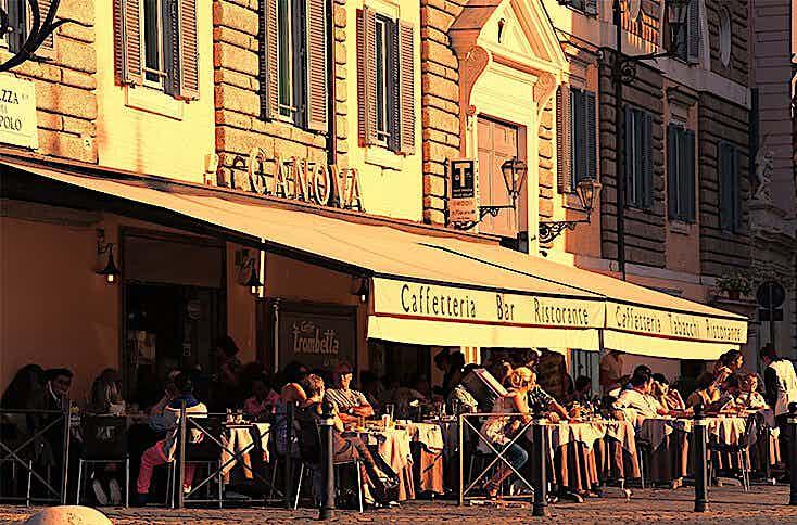 Café mit Gastgarten in guter Lage