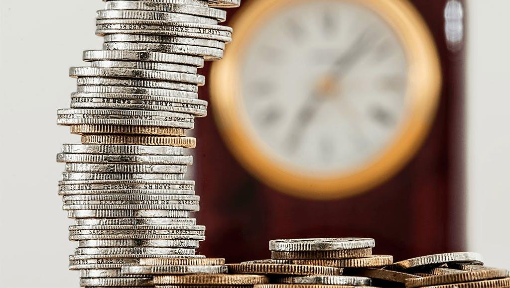 Münze und Uhr
