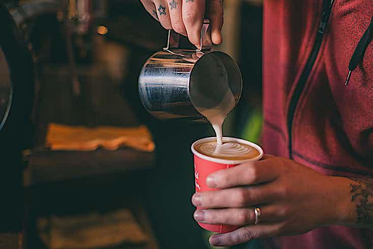 Kaffee einschenken Tasse