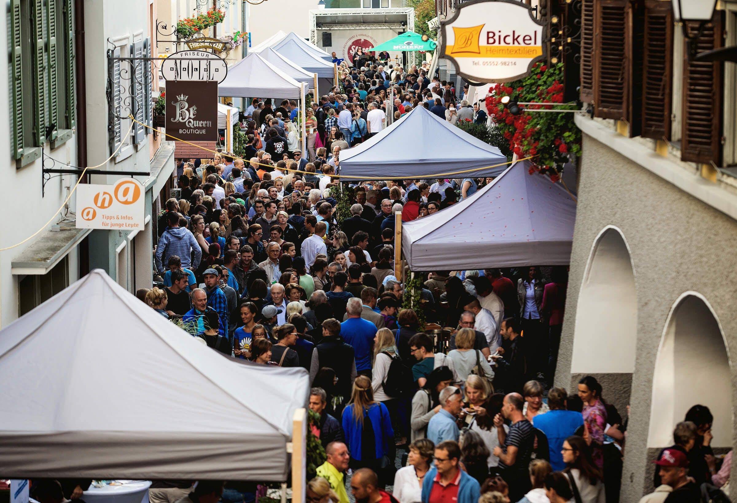 Menschenmenge am Streetfood Festival